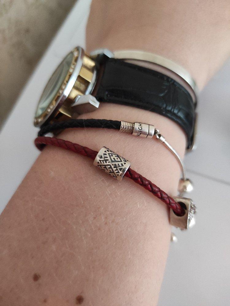 Подвески очень дополняют браслеты своей красотой