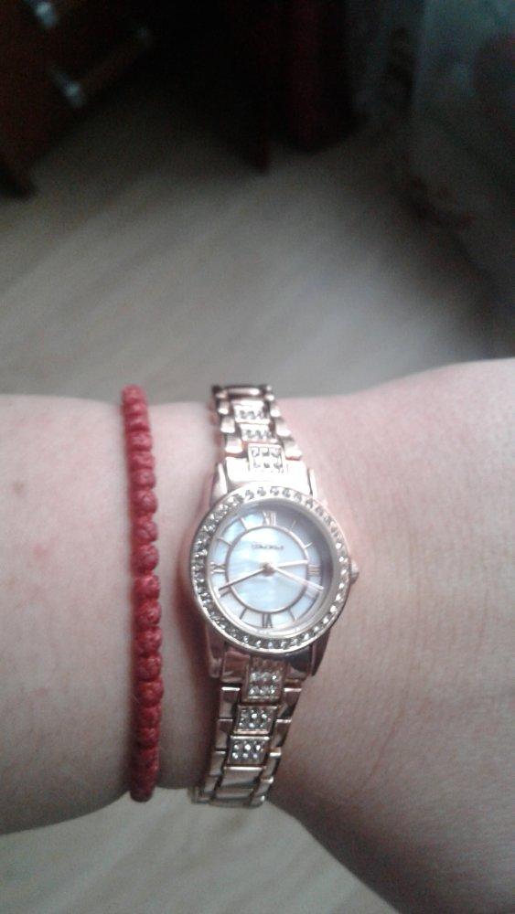Женские часы с перламутовым циферблатом