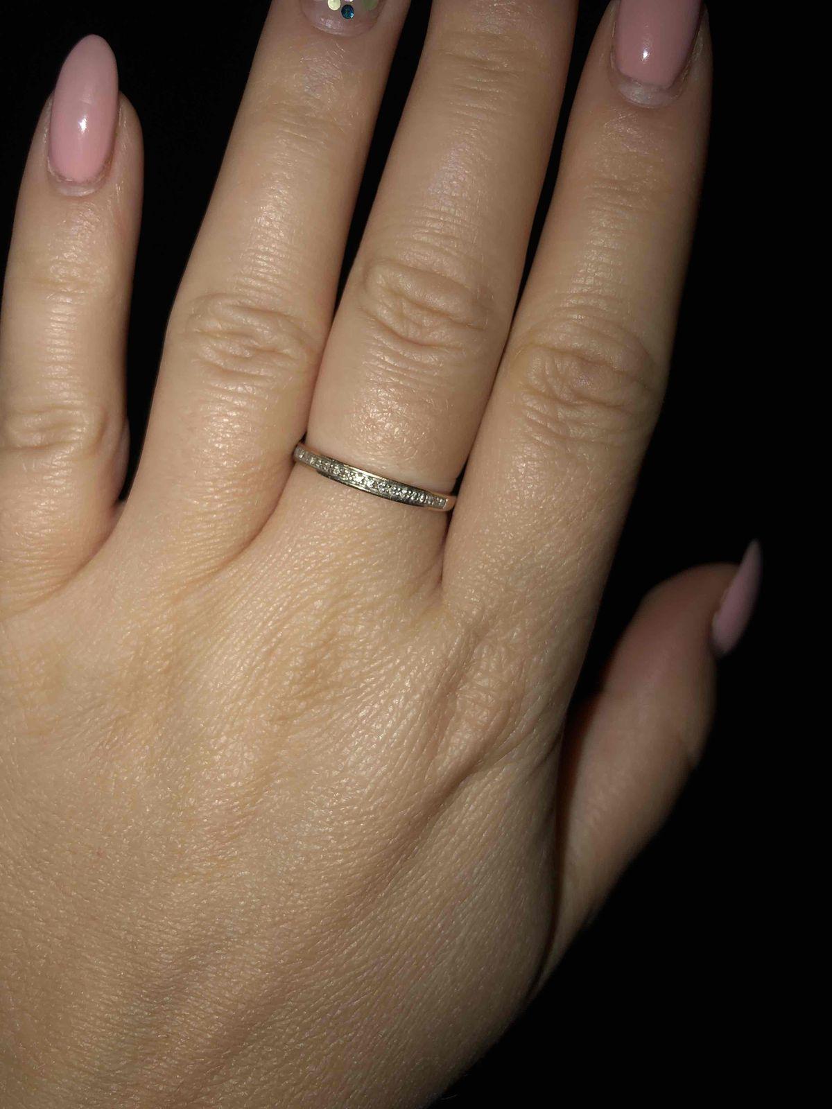 Кольцо с брюликами