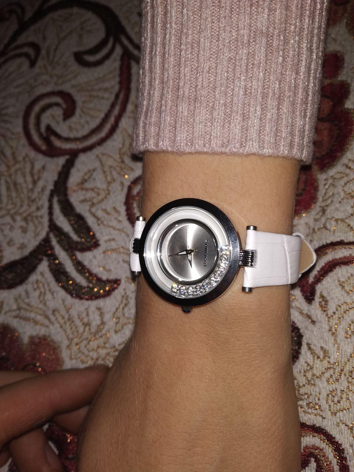Часы наручные с кристаллами