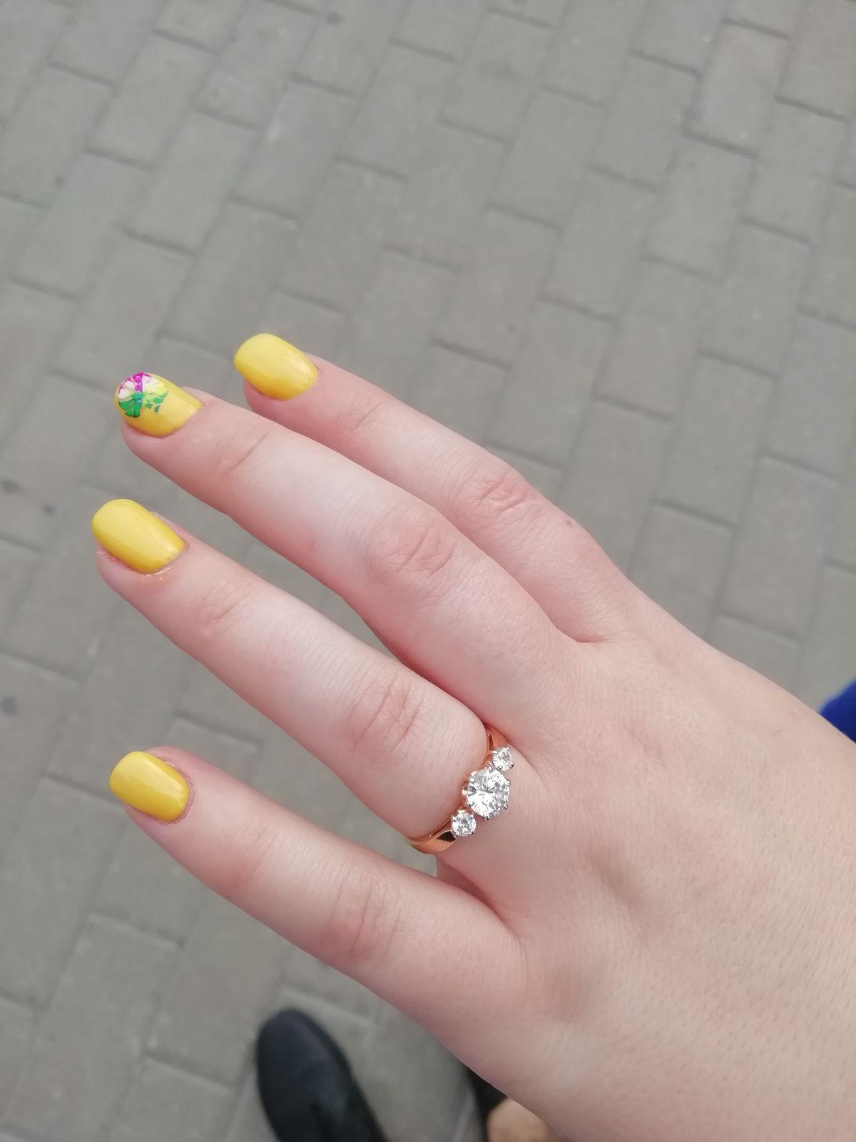 Кольцо очень красивое)) смотрится великолепно)) сделано очень аккуратно