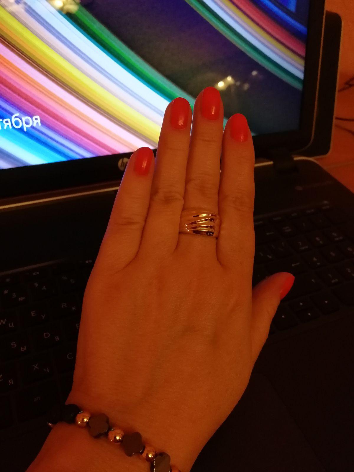 Шикарное кольцо из лимонного золота