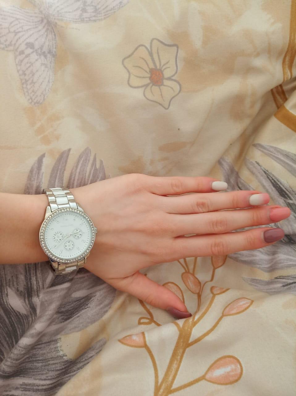 Часы на керамическом браслете