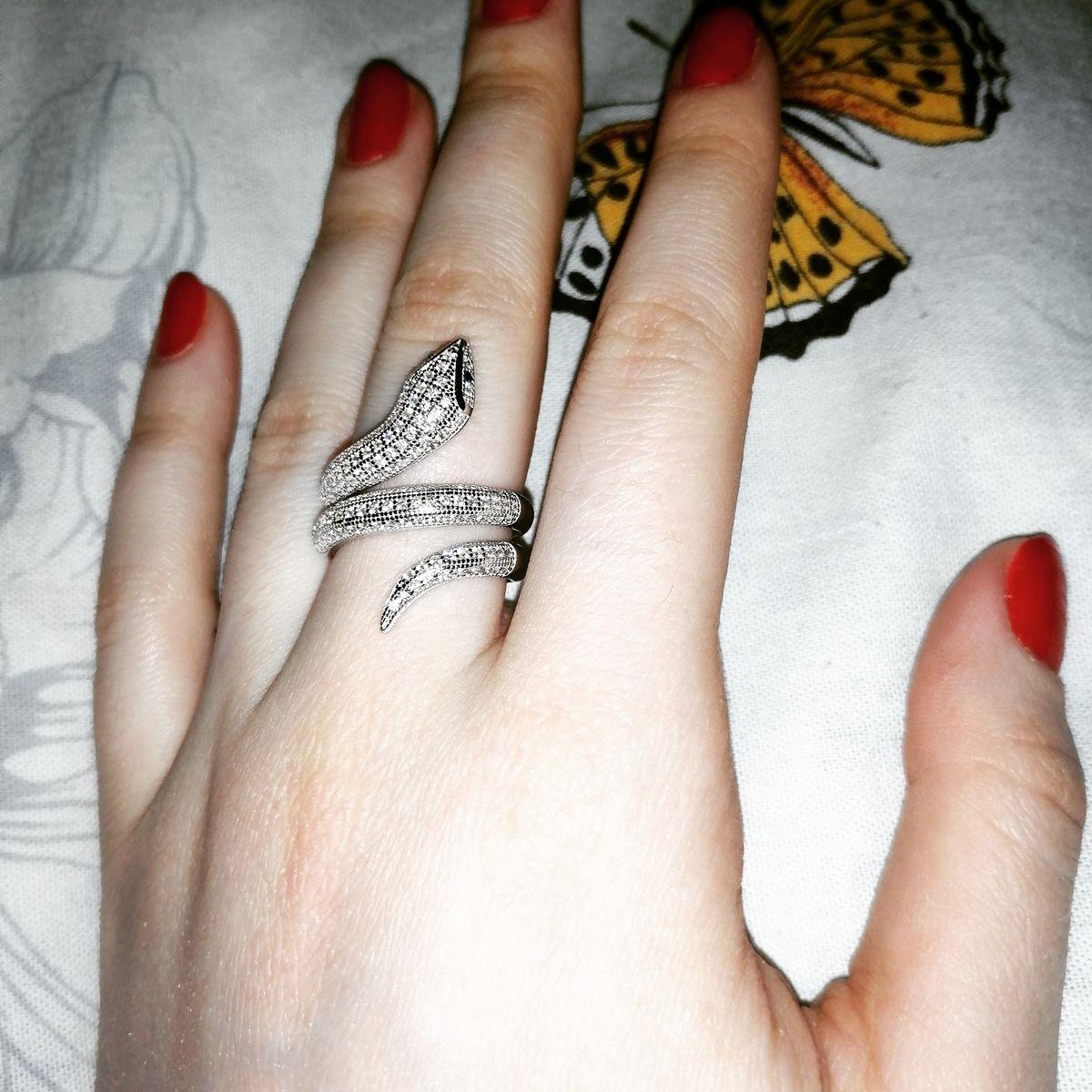 Кольцо в виде змея.