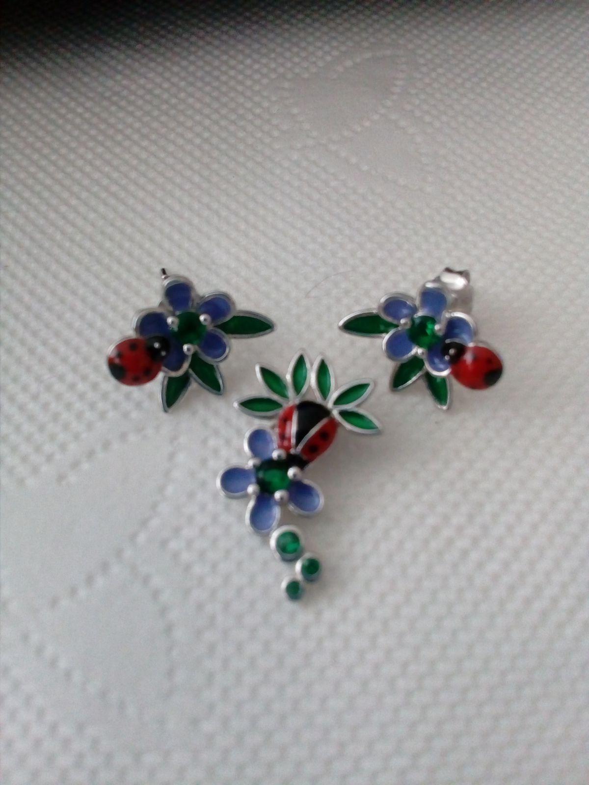 Кулон с цветочком