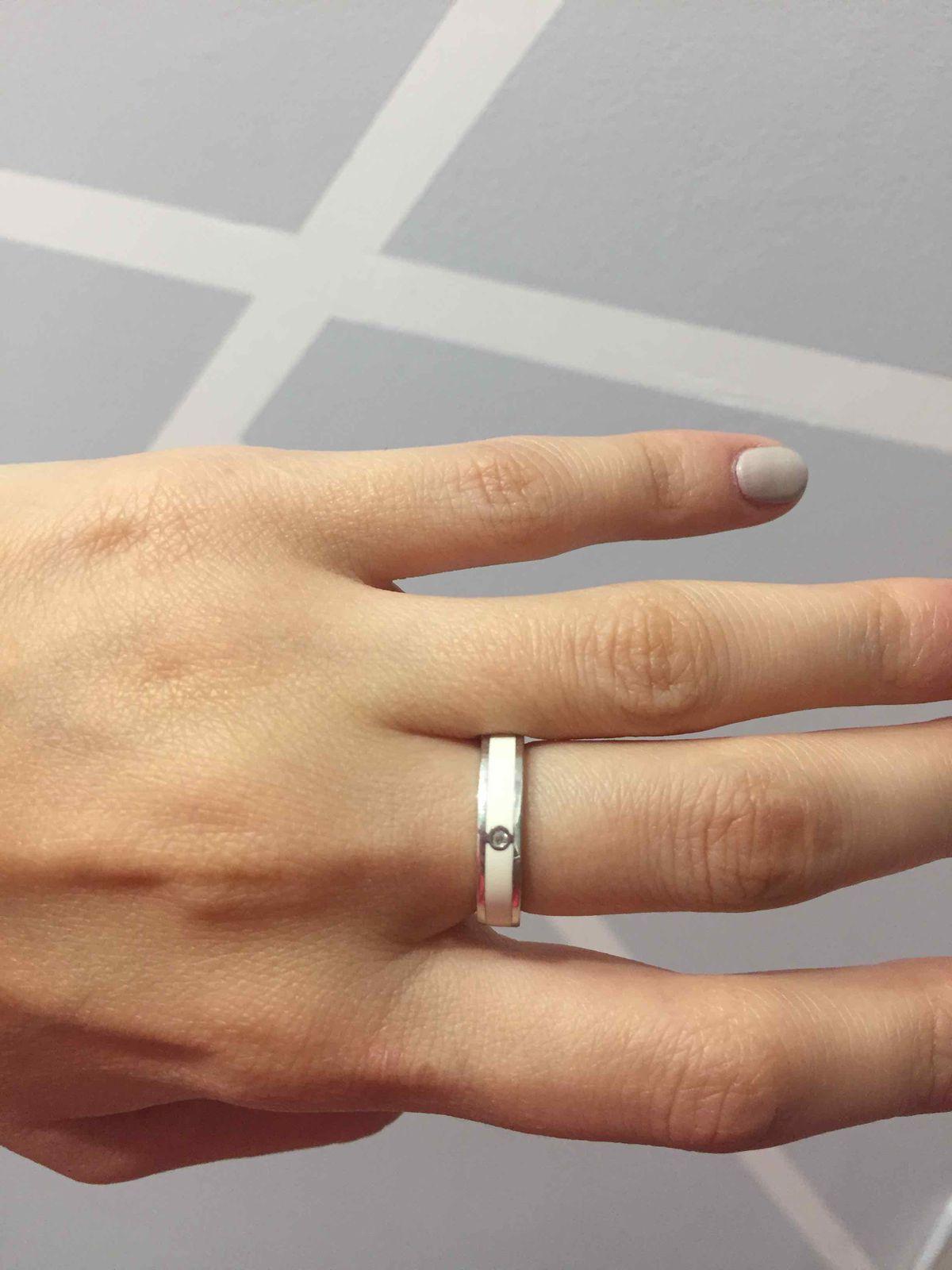 Кольцо в серебре с белой эмалью