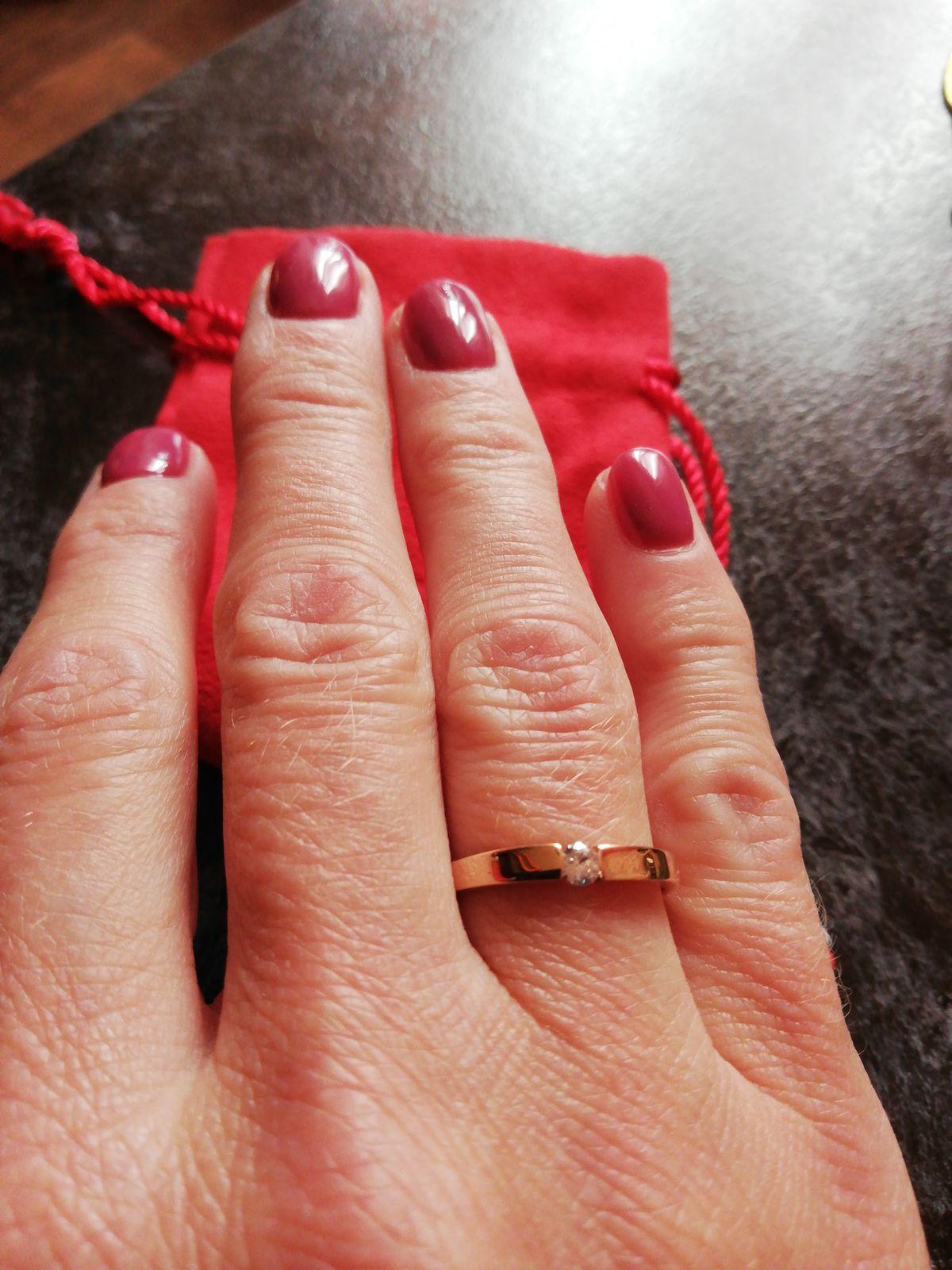 Золоте кольцо с фианитом