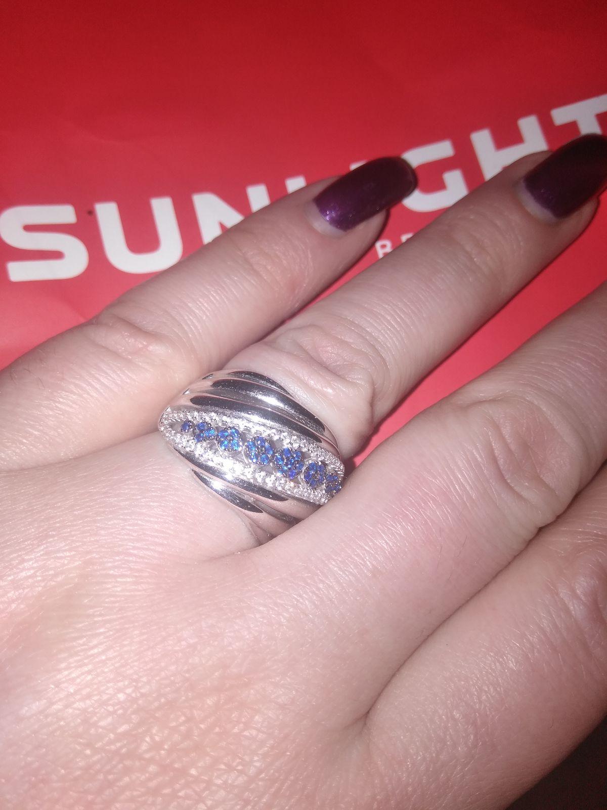 Очень красивое кольцо , на руке смотрится впечатлительно и эффектно !!!!!!!
