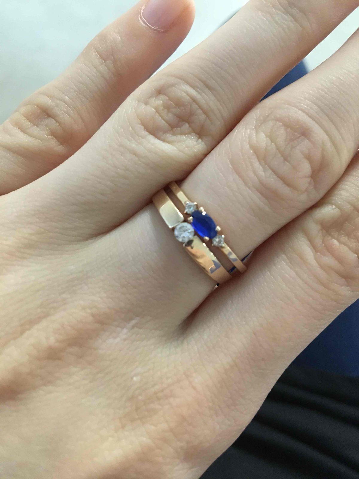 Кольцо с синим камушком