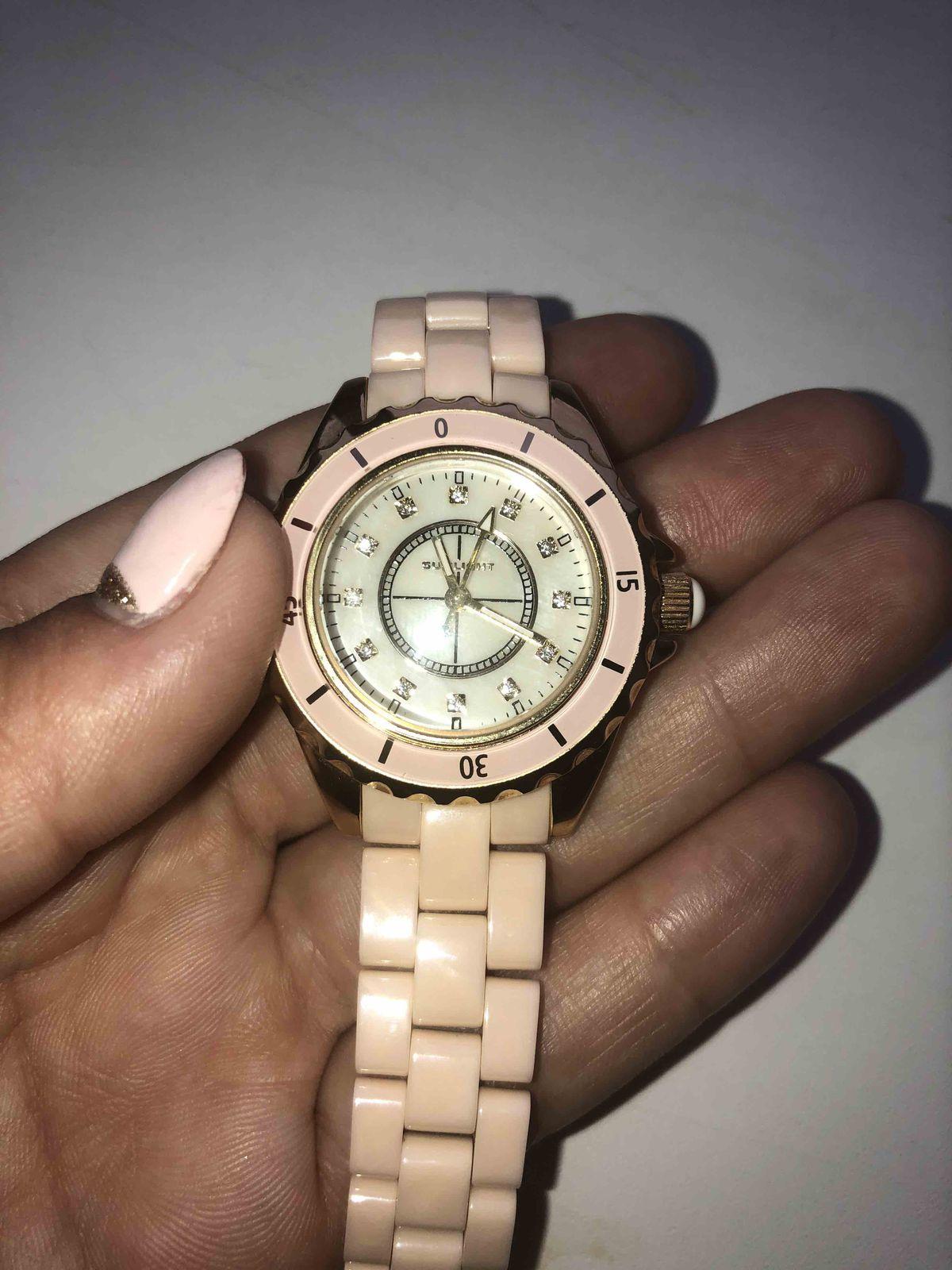 Часы на керамическом ремешке