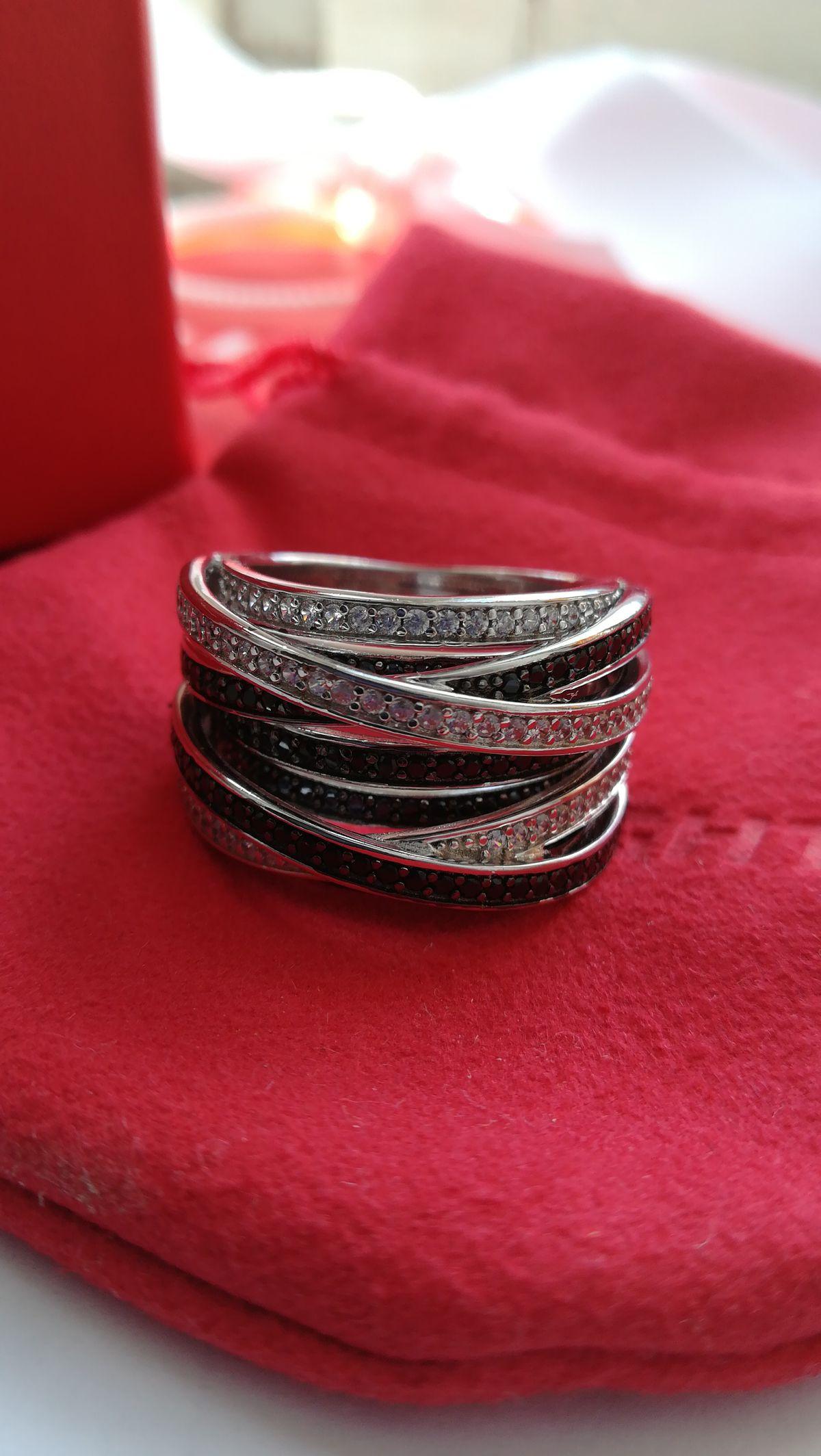 Кольцо с незаурядным дизайном и доступной ценой