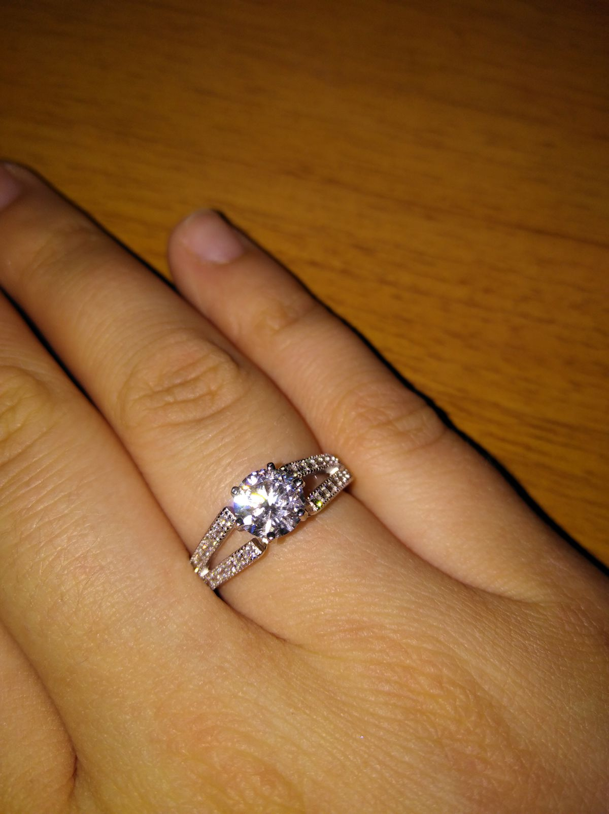 Это прекрасное и красивое кольцо, рекомендую