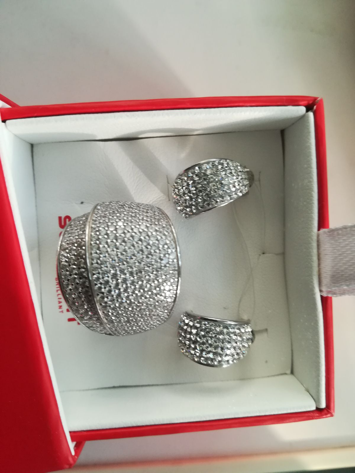Полу кольца с кристаллами Сваровски.