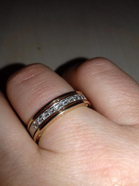 Кольцо из розового золота с бриллантами