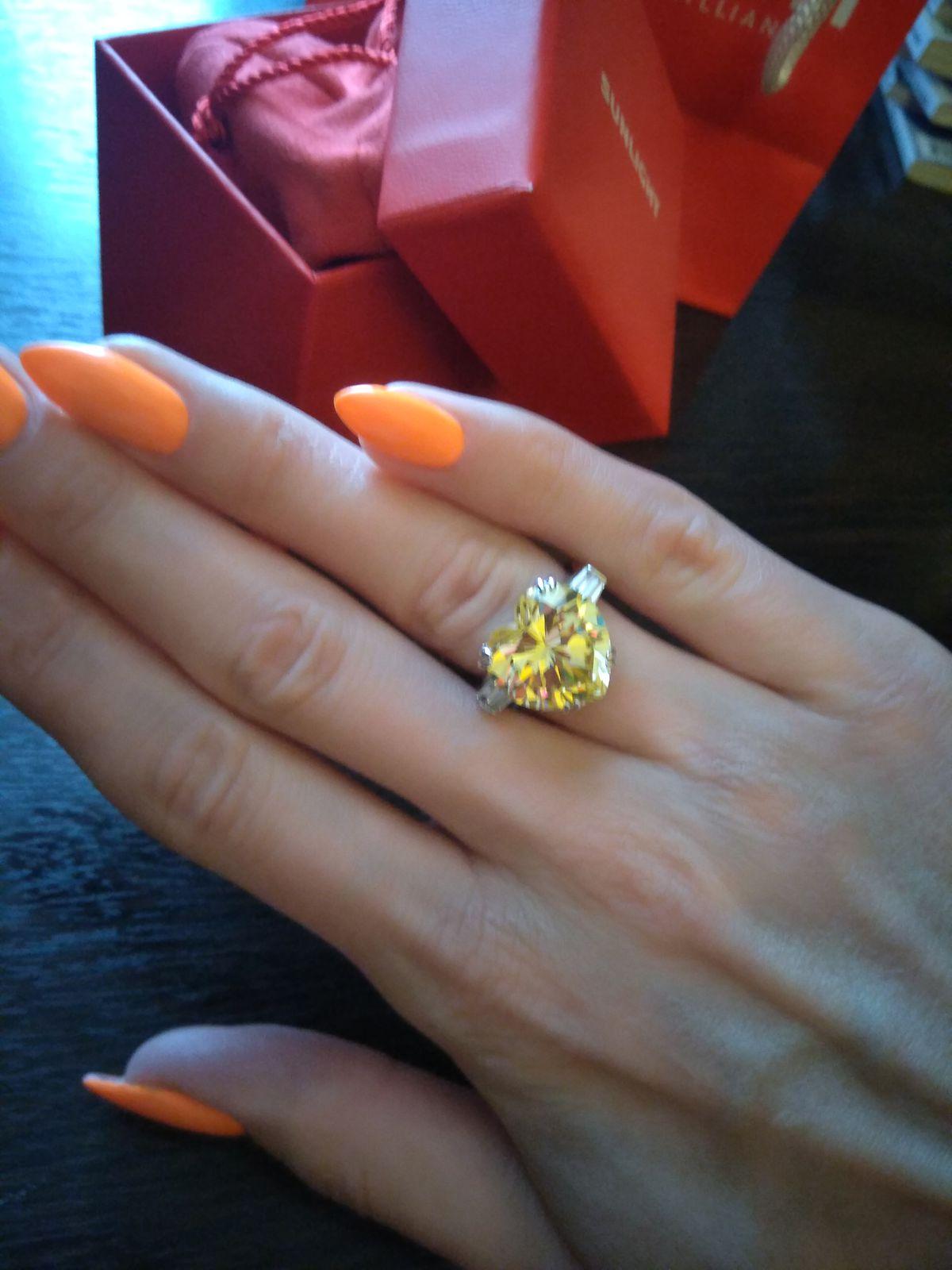 Кольцо с желтым фианитом