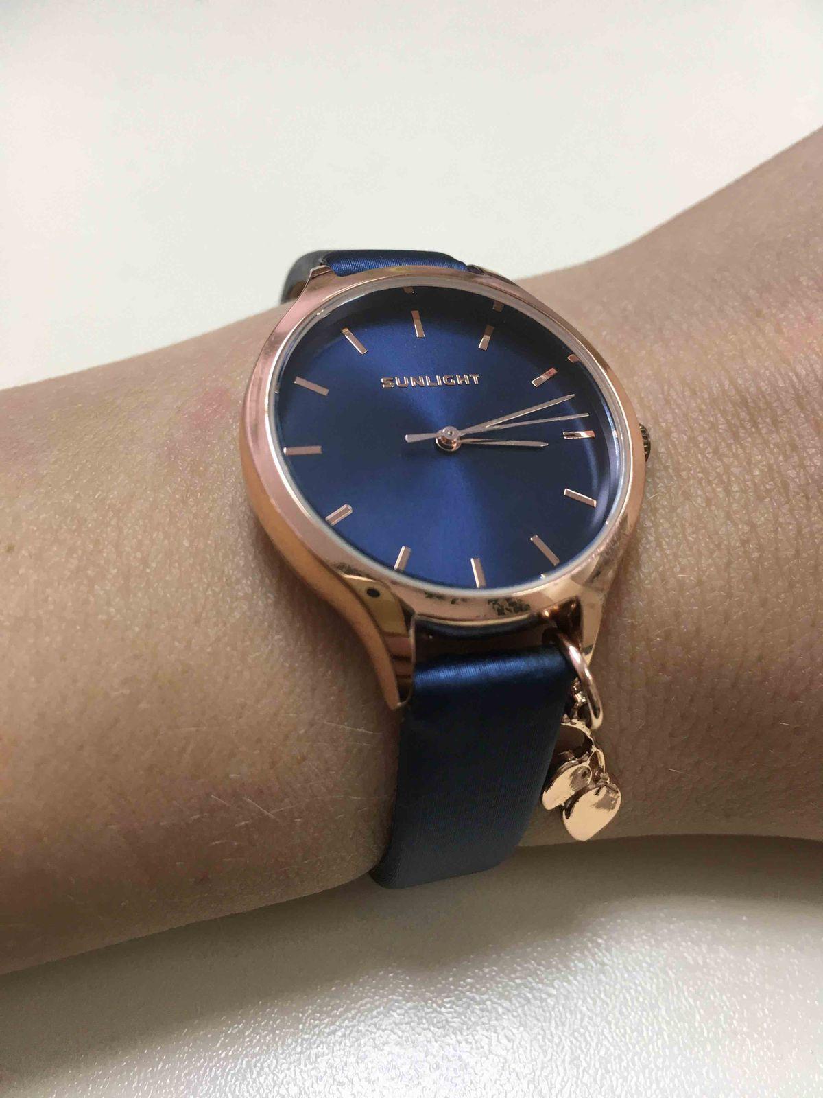 Часы с ремешком из сатина