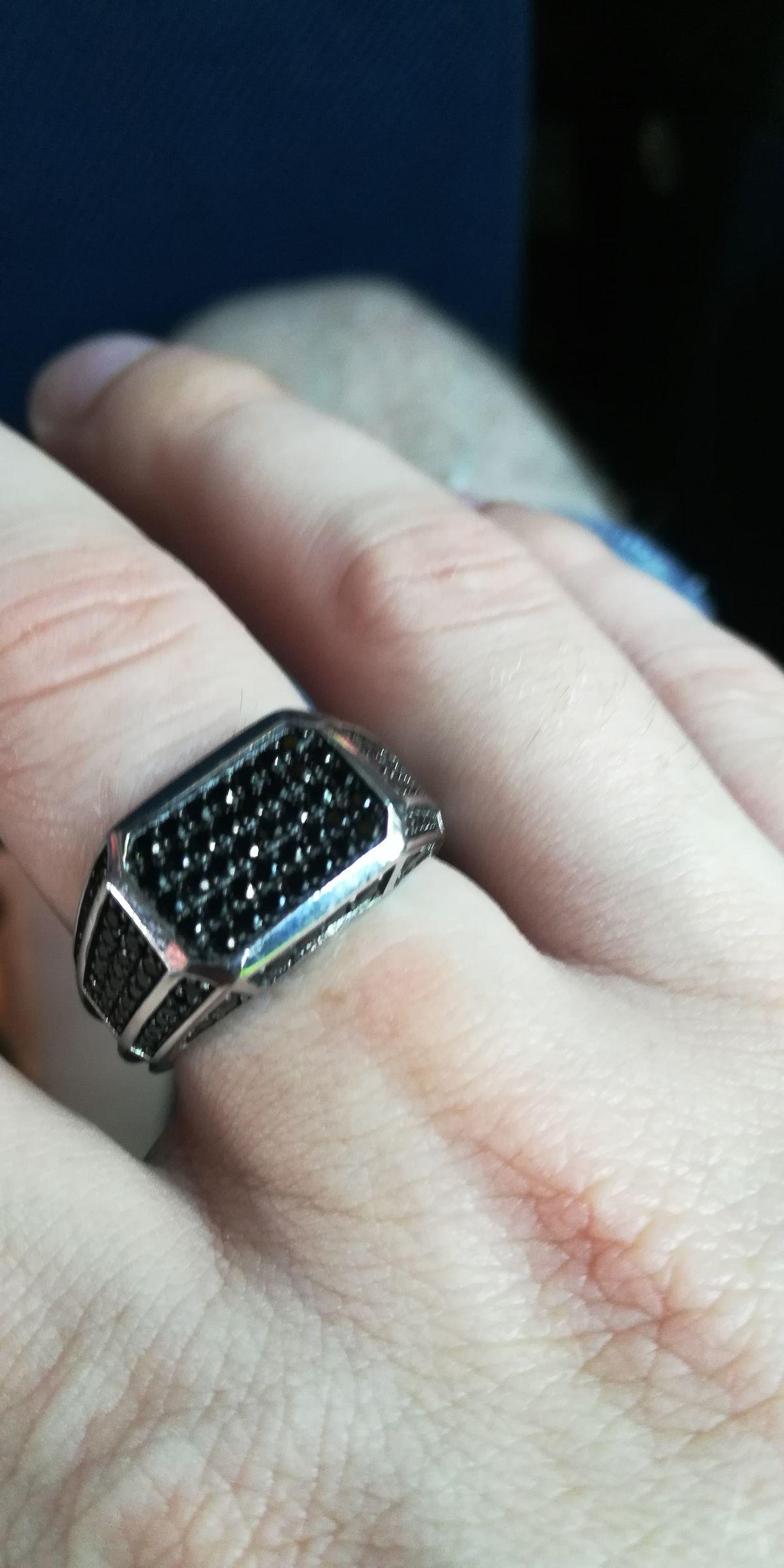 Отличный и стильный перстень, который подчеркнёт серьёзность