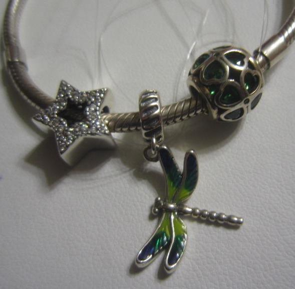 Зеленая стрекозка