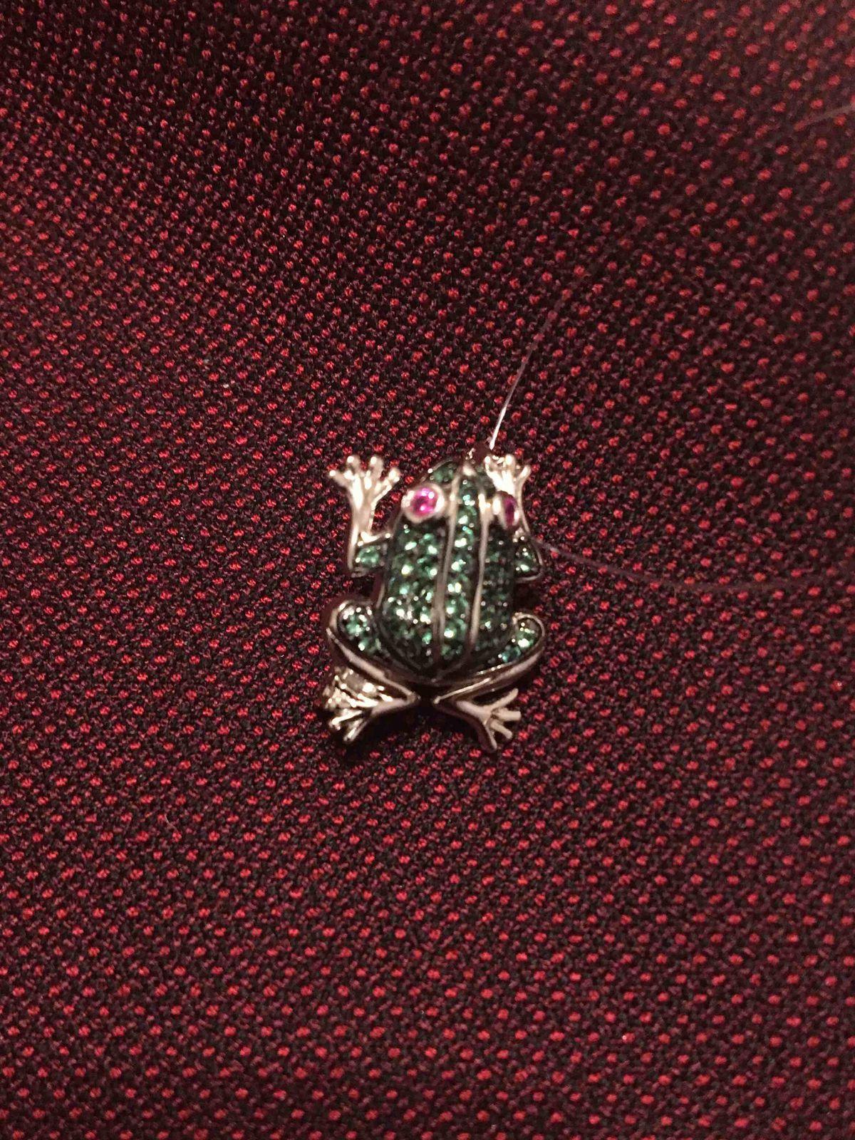 Брошь-лягушка