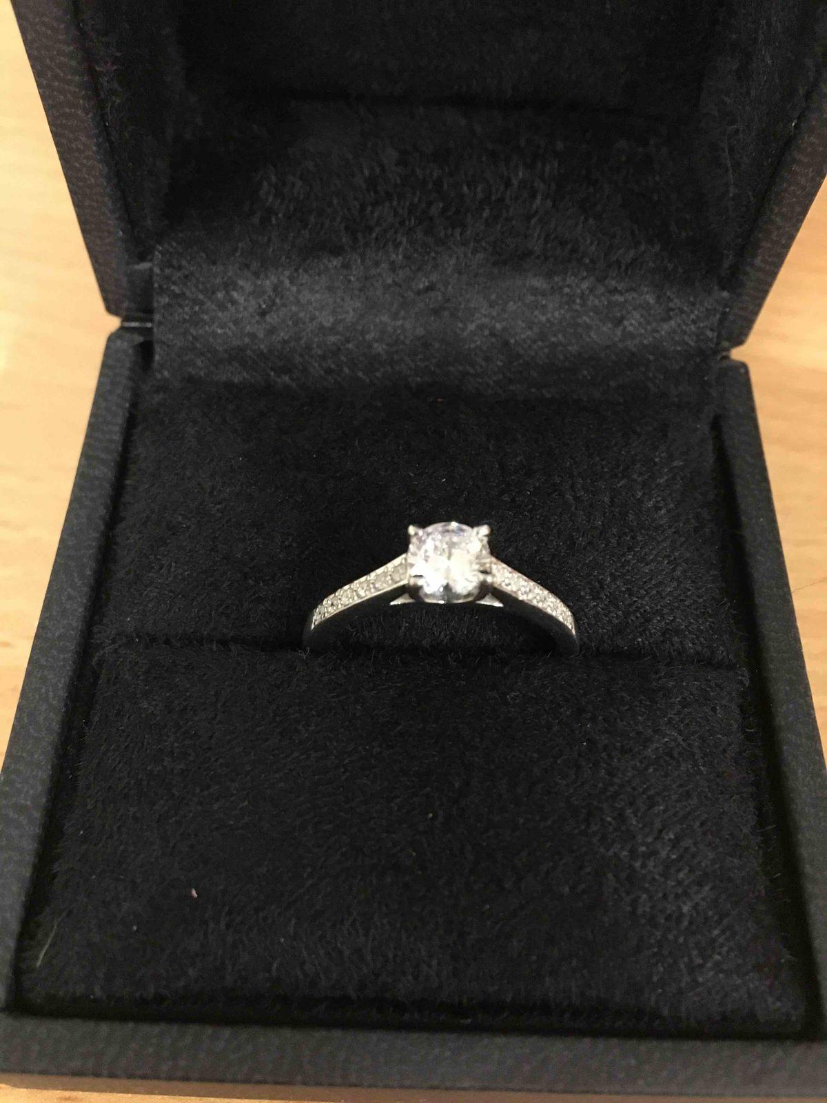 Серебряное кольцо с фианитами (подарок)