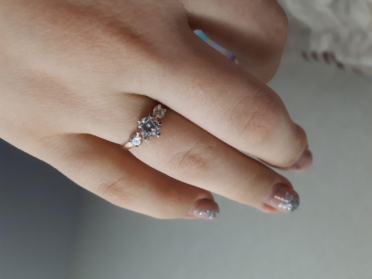 Шикарное!!! Долго выбирала себе подарок, в это кольцо влюбилась.
