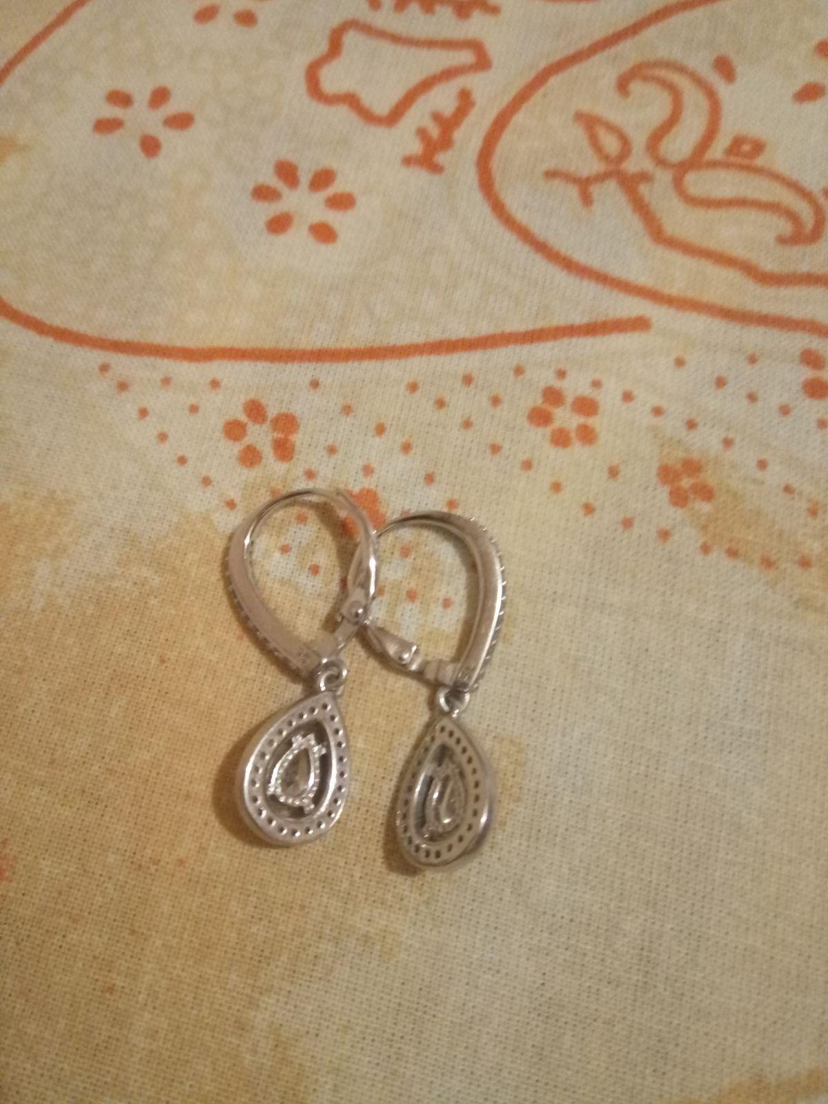 Серебряные сережки в виде капли