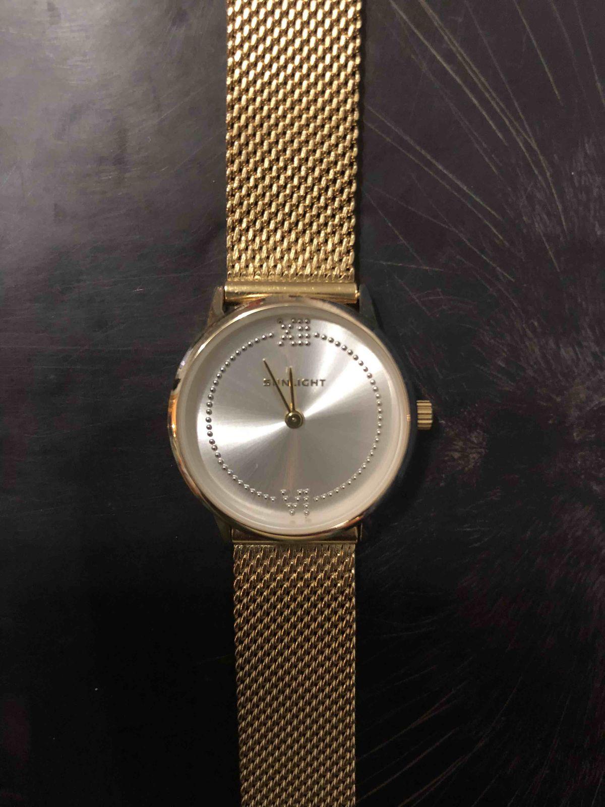 Часы на миланском браслете.