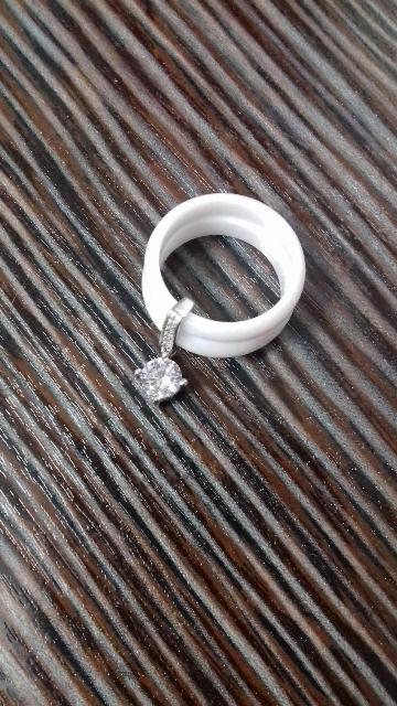 Керамическое колечко с элементами серебра.