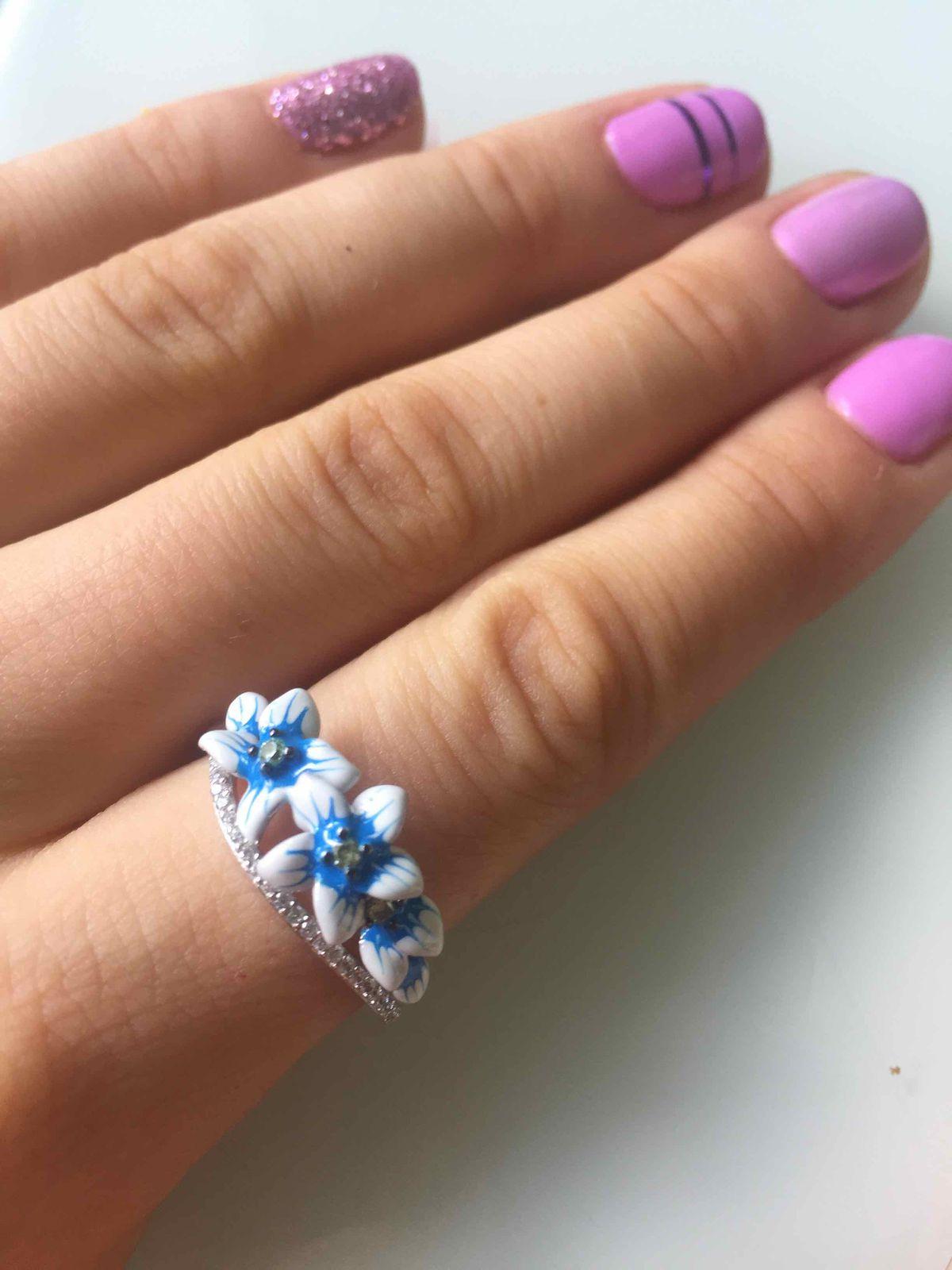 Кольцо с эмалью и фианитаии