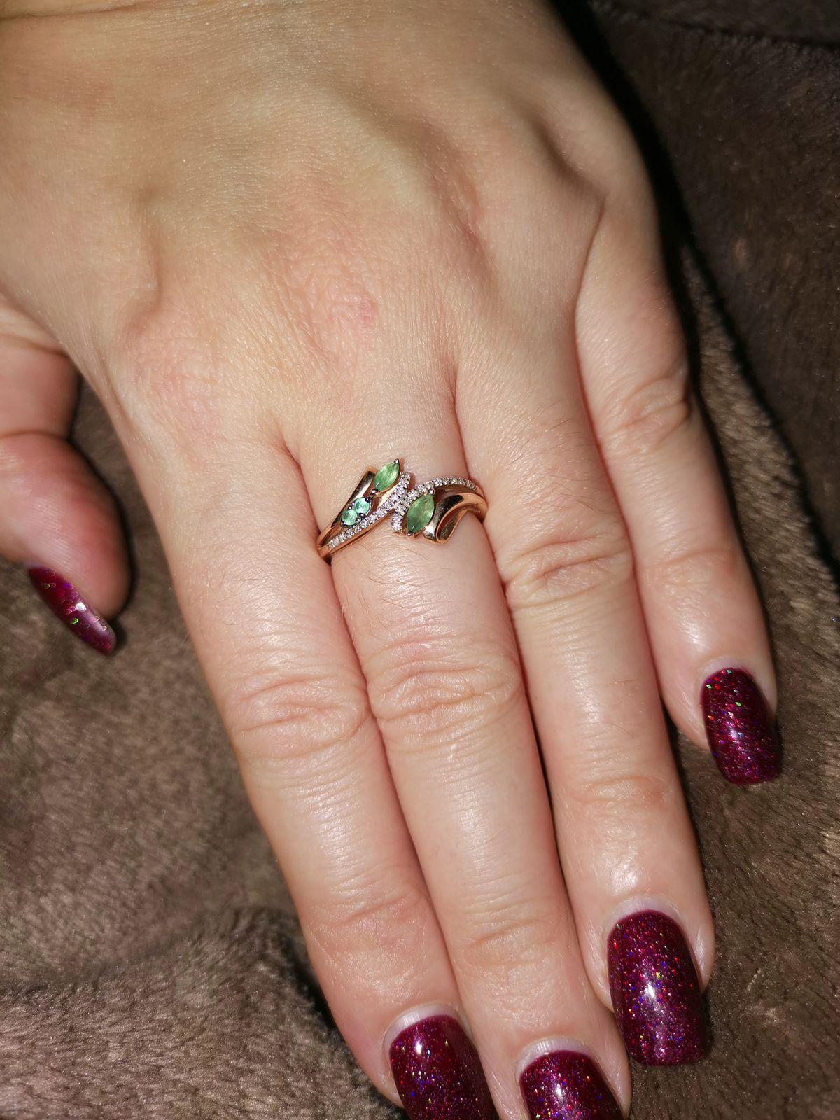 Кольцо с природными изумрудами и бриллиантами