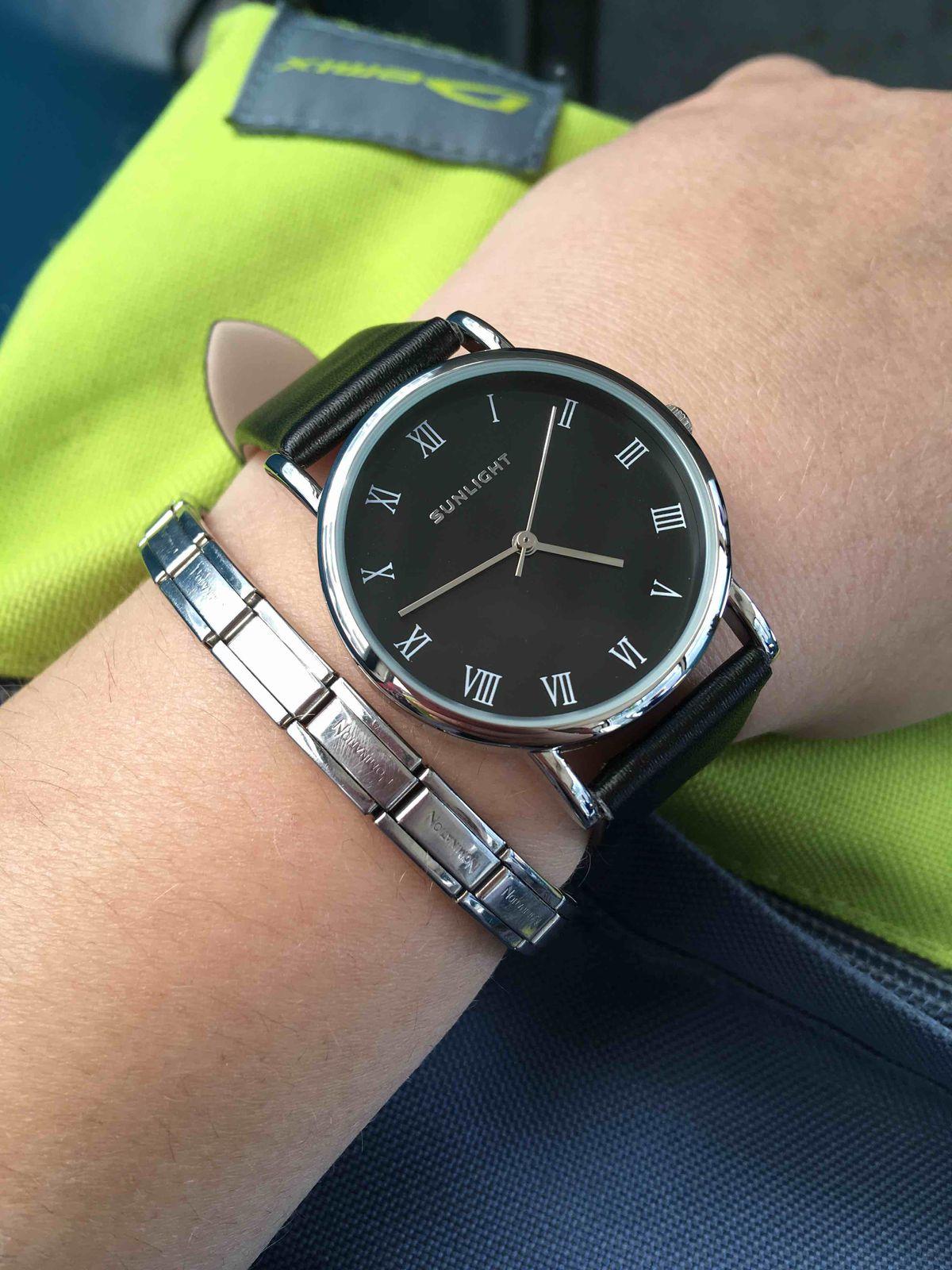 Очень стильные часы, подойдут к любому образу)