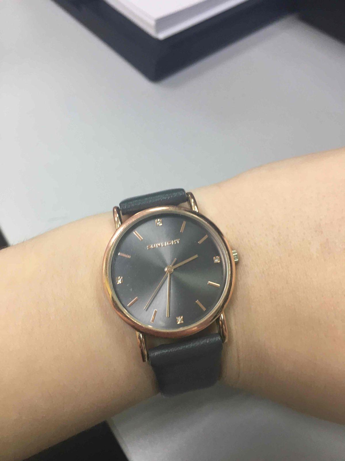 Часы очень красивые, стильные, подходят под любую одежду