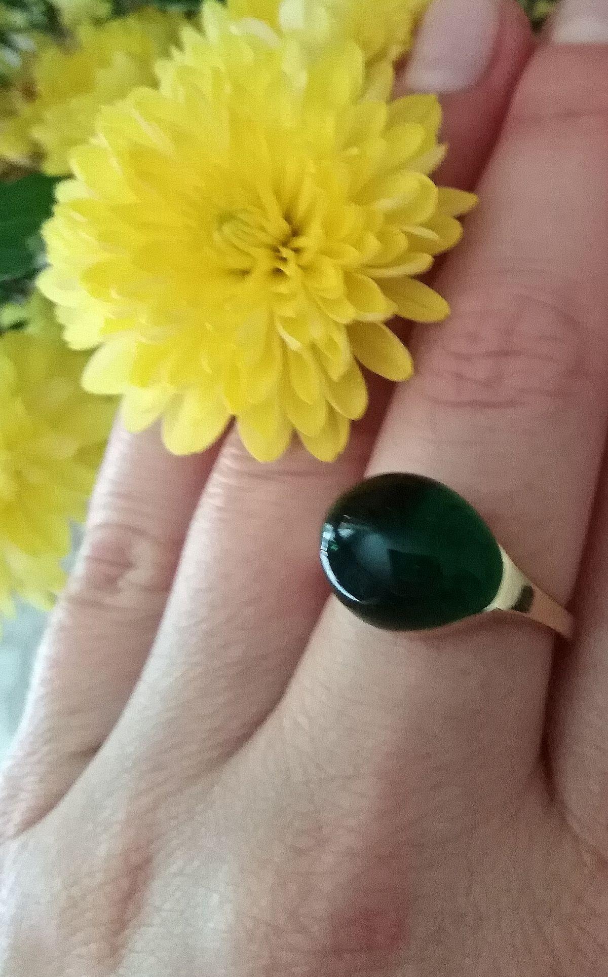 Модное и стильное кольцо с зелёным алпанитом!