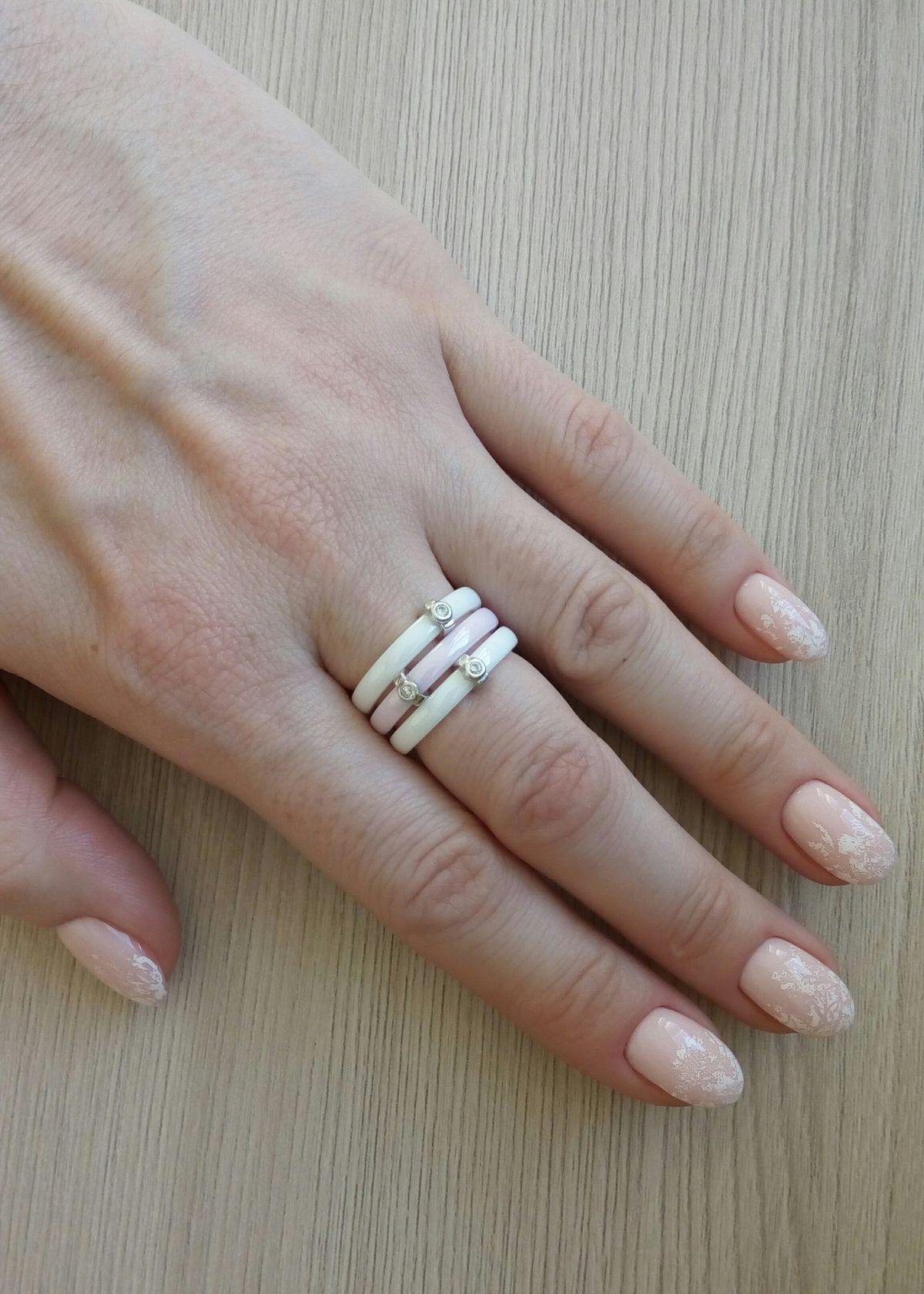 Колечко из белой керамики