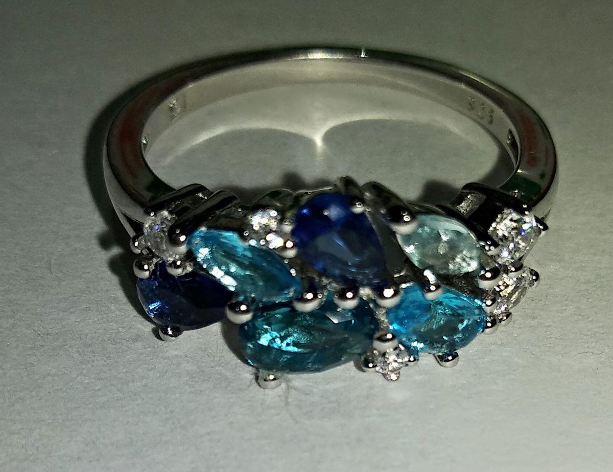 Необыкновенно красивое и очень женственное кольцо.