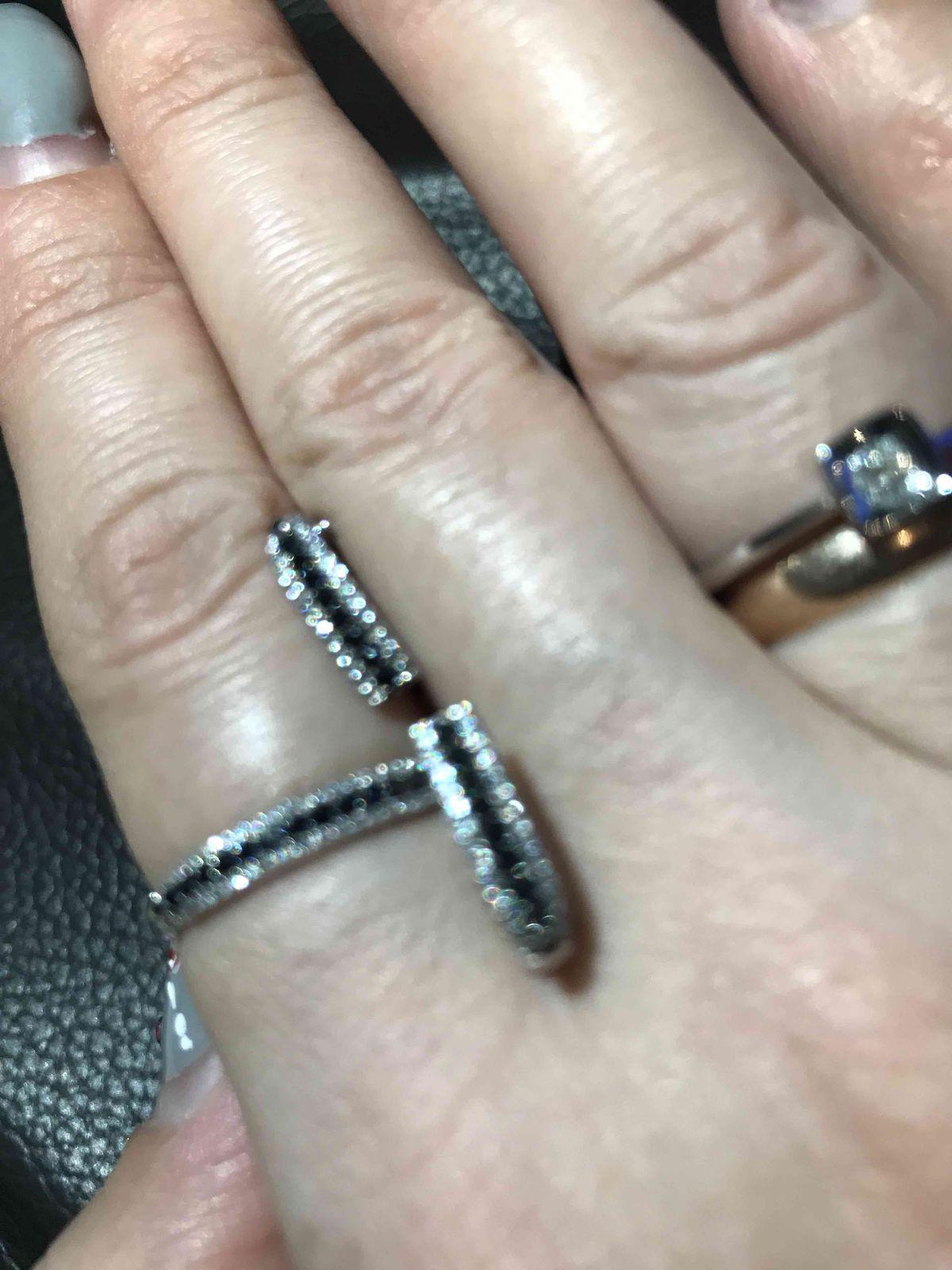 Замечательные, утонченные серьги с бриллиантами