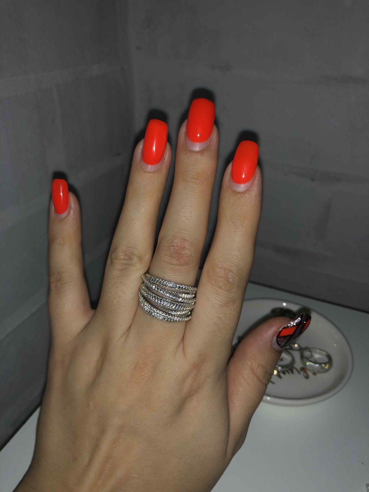 Серебряные кольца мне по душе.
