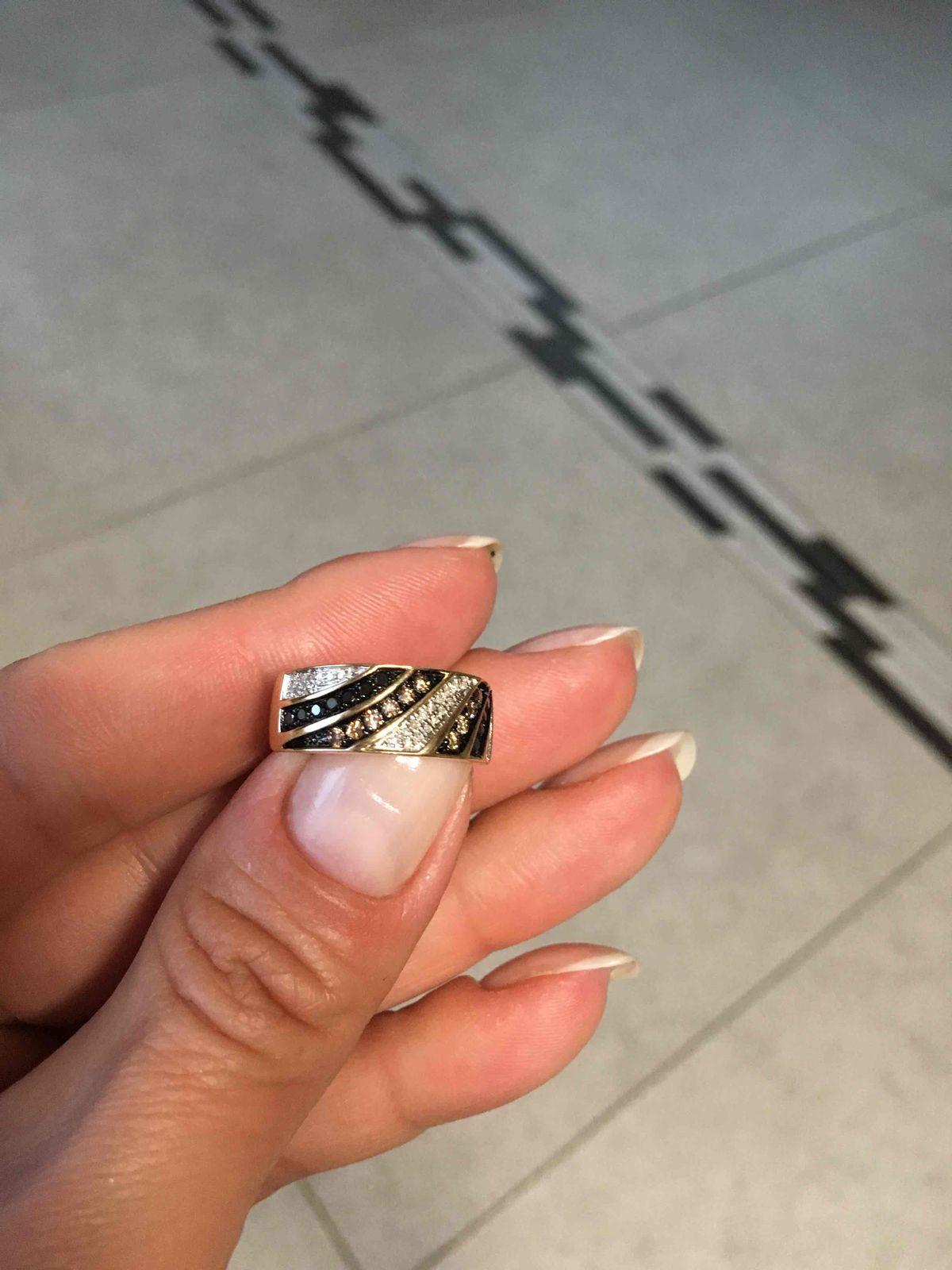 Кольцо с белыми, черными и коньячными бриллиантами!