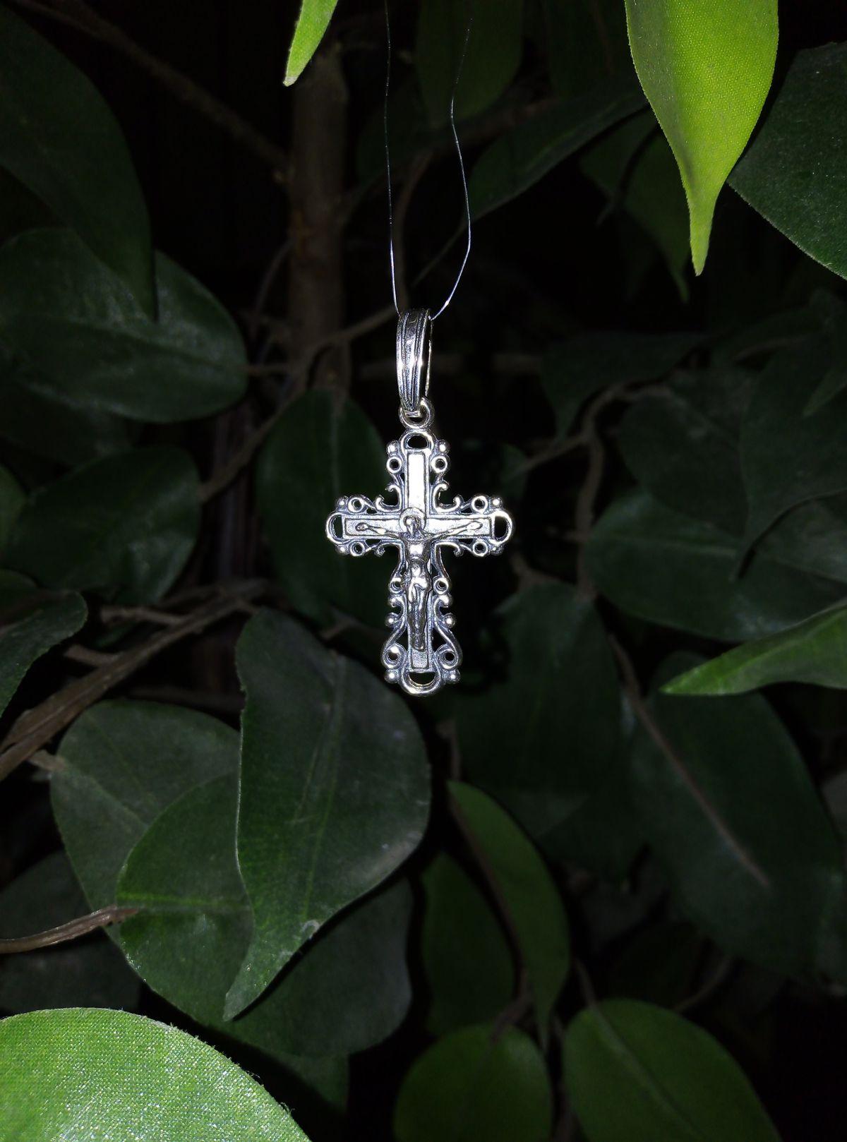 Серебренный крестик.