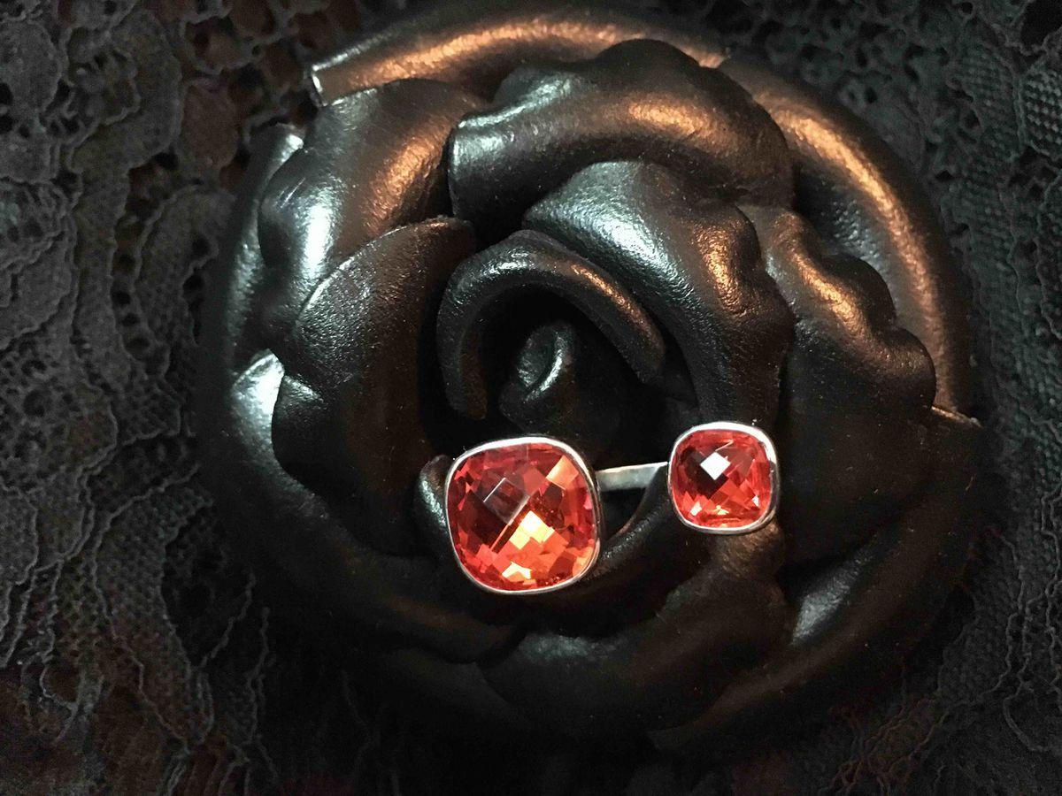 Эффектное яркое кольцо