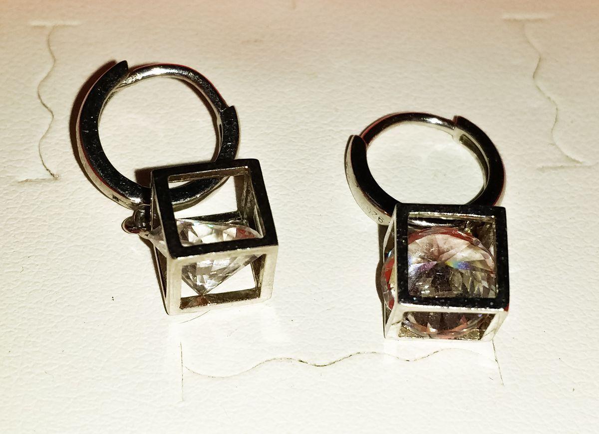 Замечательные сережки-кубики