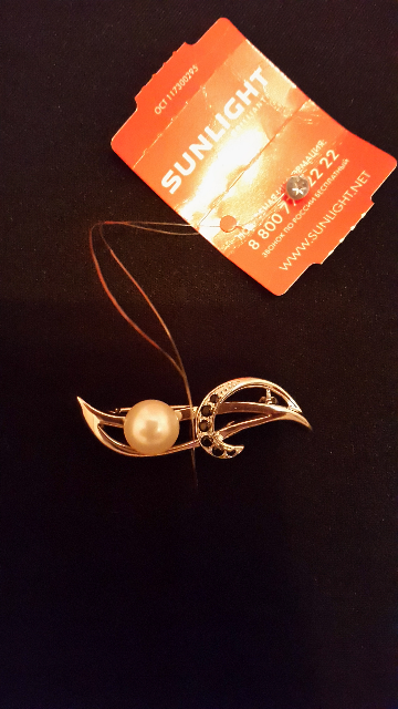 Серебряная брошь с жемчугом и фианитами