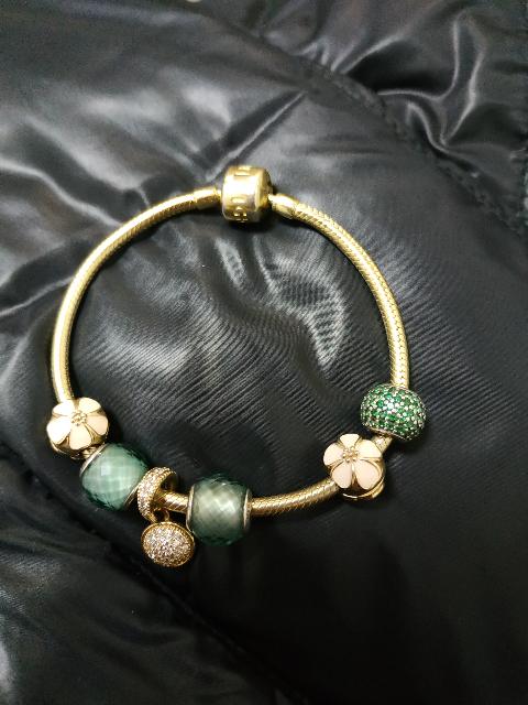 Изящный и красивый браслет