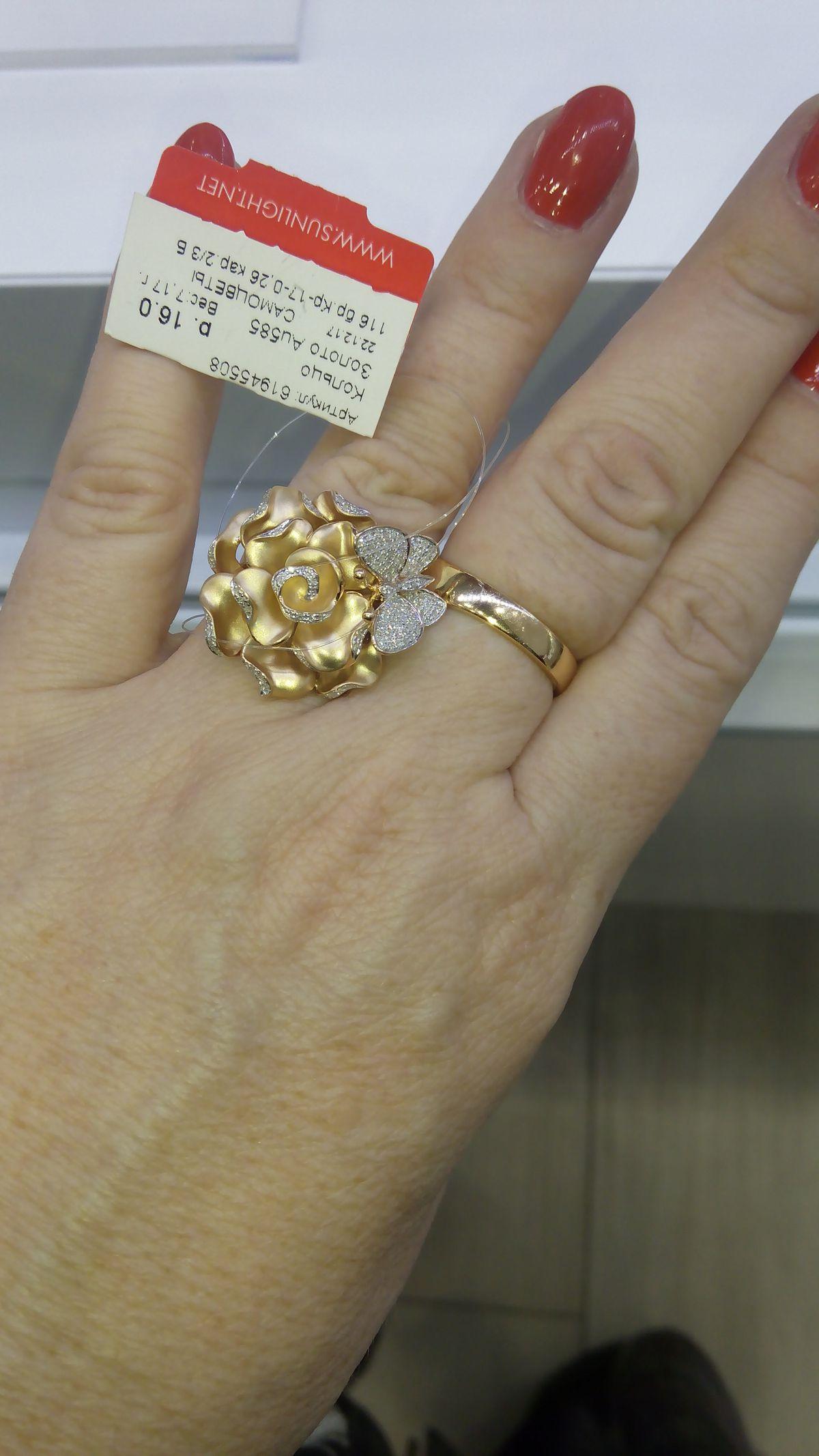 Шикарное кольцо из коллекции Розы