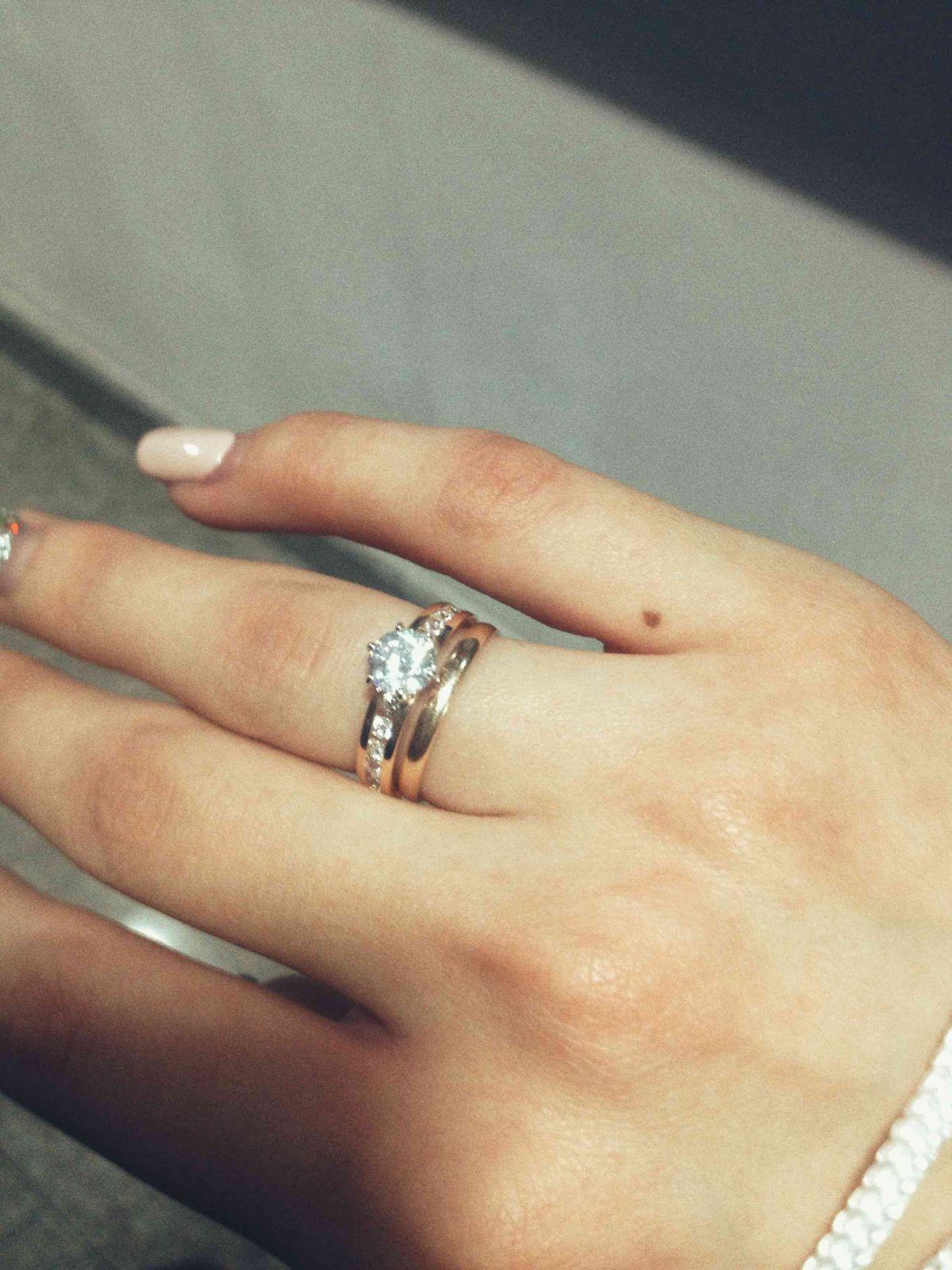 Шикарное кольцо!Любимый подарил в качестве помолвочного)