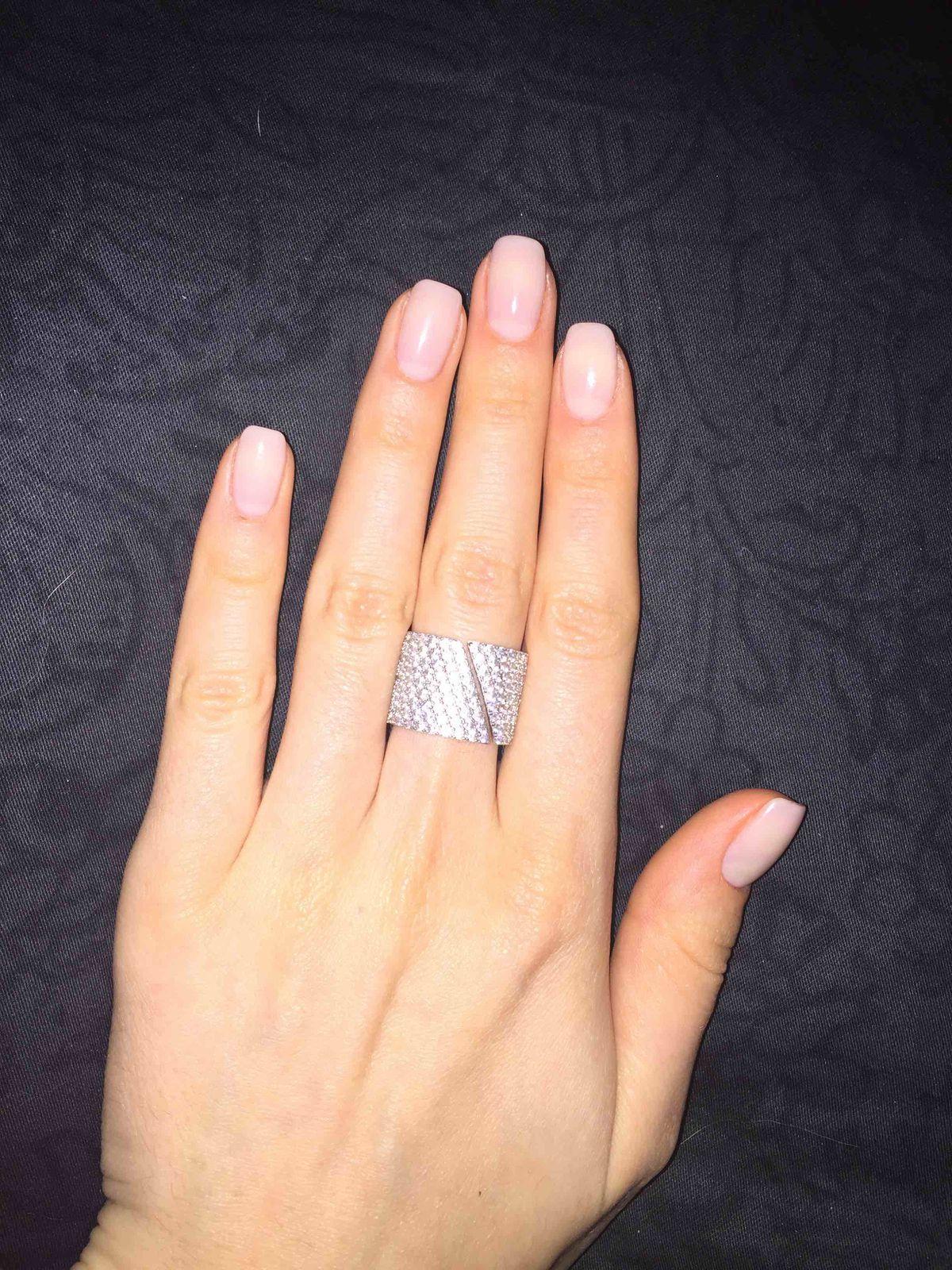 Шикарное кольцо, очень понравилось)
