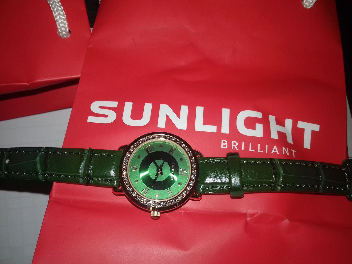 Часы с зелёным ремешком
