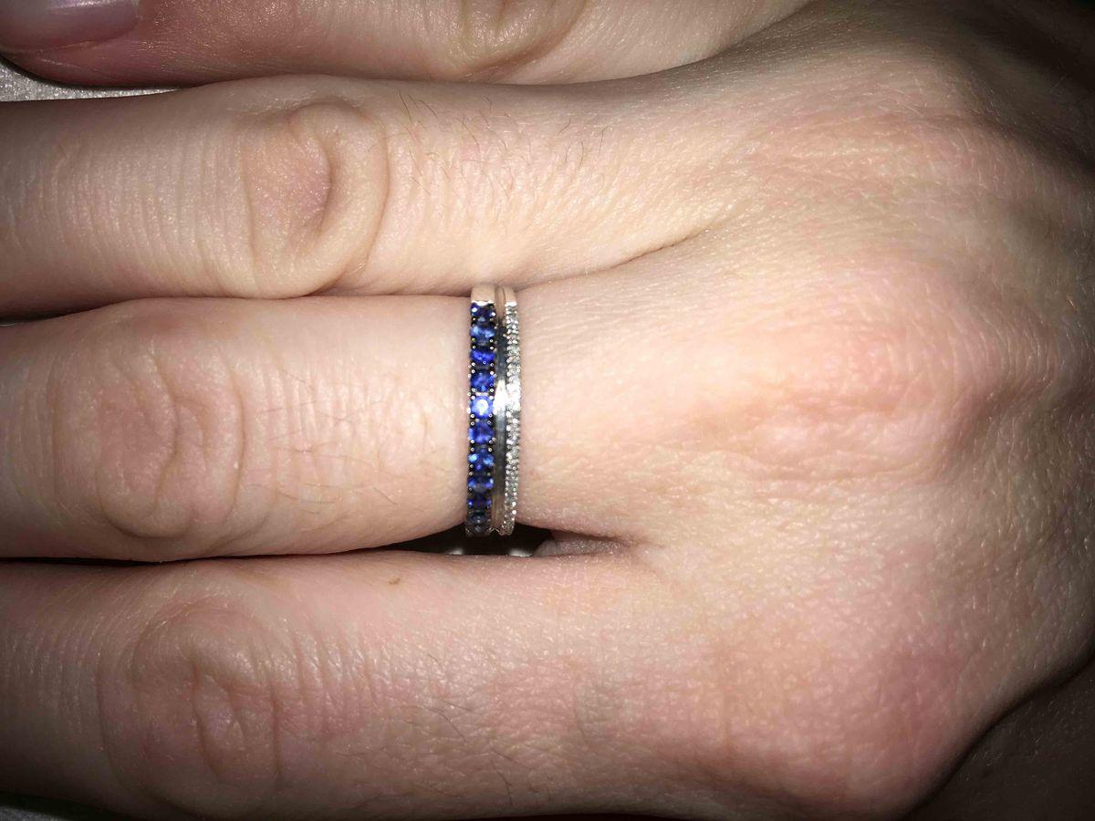 Отличное кольцо с драгоценными камнями