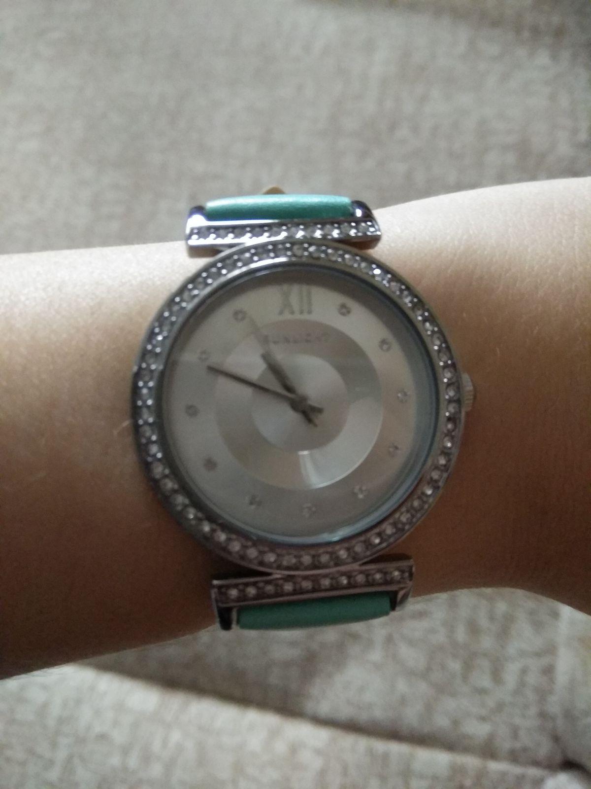 Стильные часы, дополняющие ваш восхитительный образ