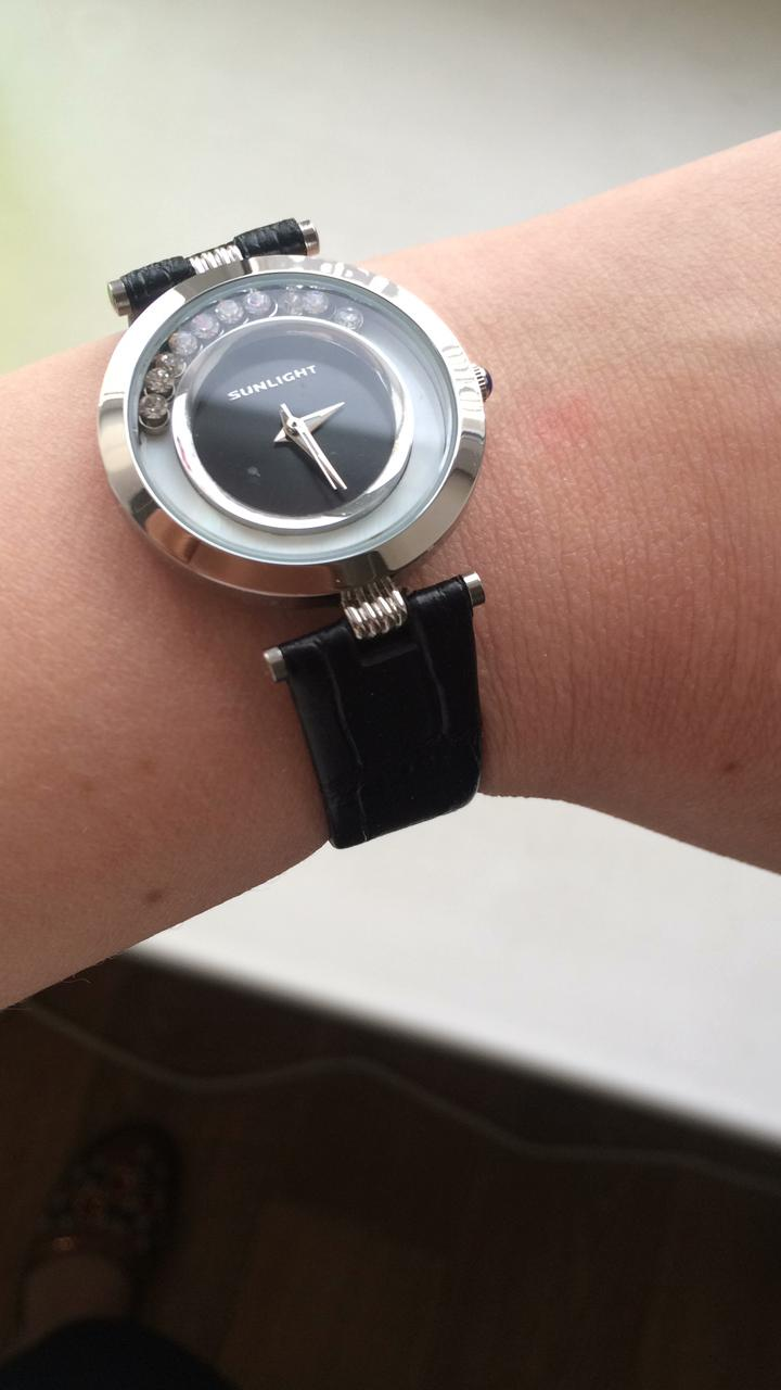 Часы со стразками